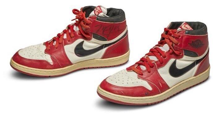 苏富比拍卖行:乔丹首双签名AJ球鞋拍出56万美元天价