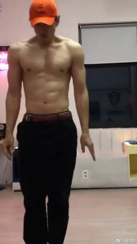 RAIN晒出裸上身跳舞视频,健硕的肌肉让人羡慕!