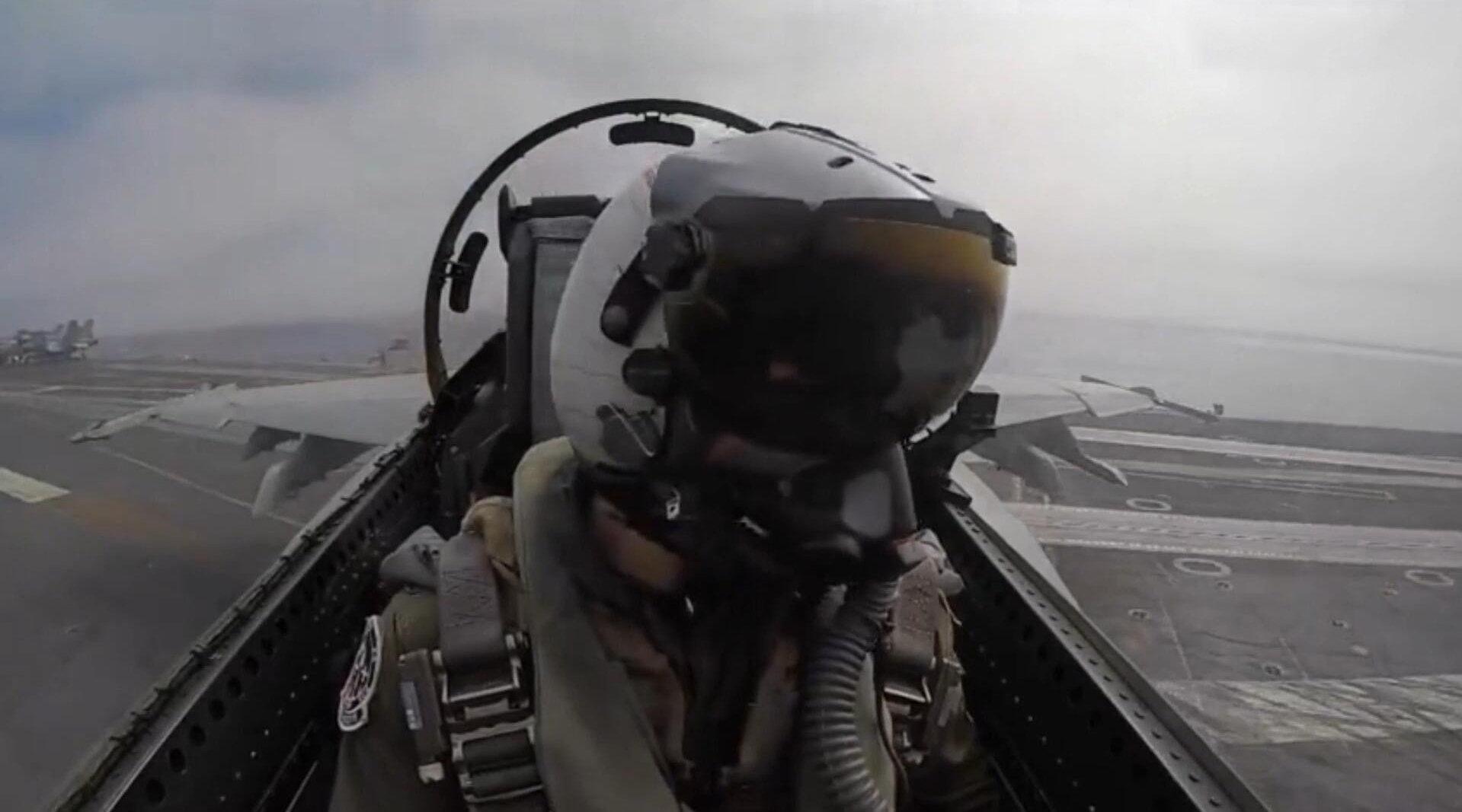 第一视角体验美军航母上的日常,舰载战斗机的驾驶舱视线超级好!