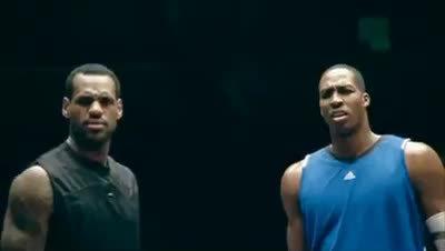LeBron James 与 Dwight Howard出样的金拱门广告 两个人为了汉堡