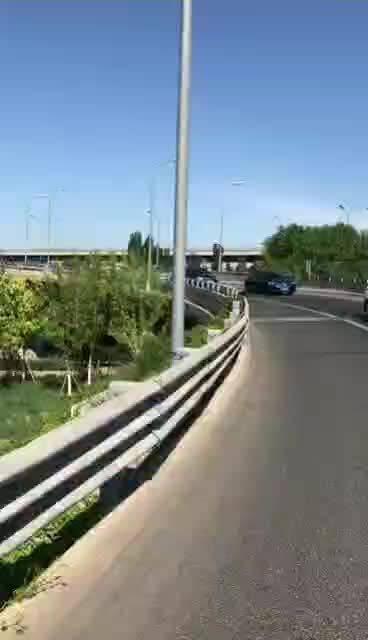 网传!北五环摩托车撞警察后逃逸 这抓住就不是罚分了!