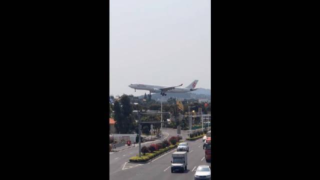 香港国泰港龙航空,空客A330-300降落过程