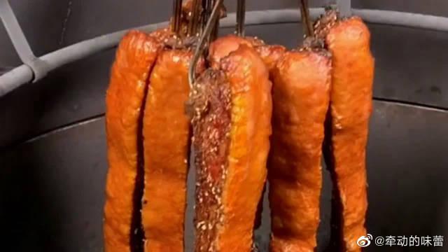 烤猪肉的正确做法,五花肉前期处理一定不能烧毛要用刮毛器……