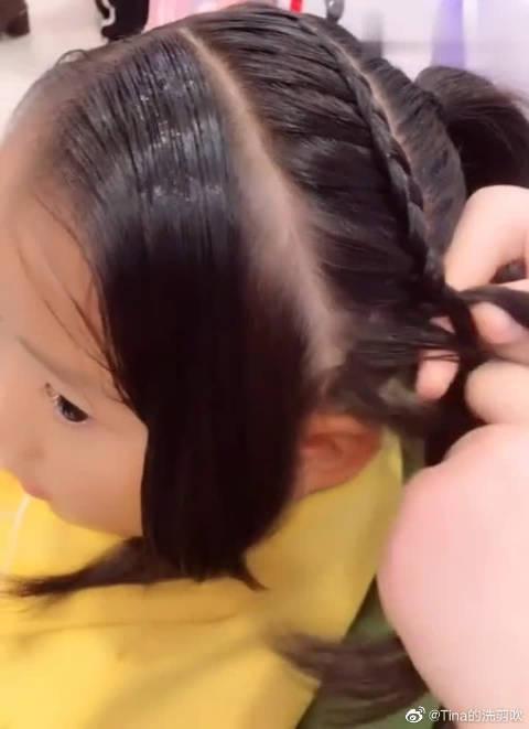 发量多的就这样扎,霸气侧漏的编发,家里有宝宝的可以试一下!