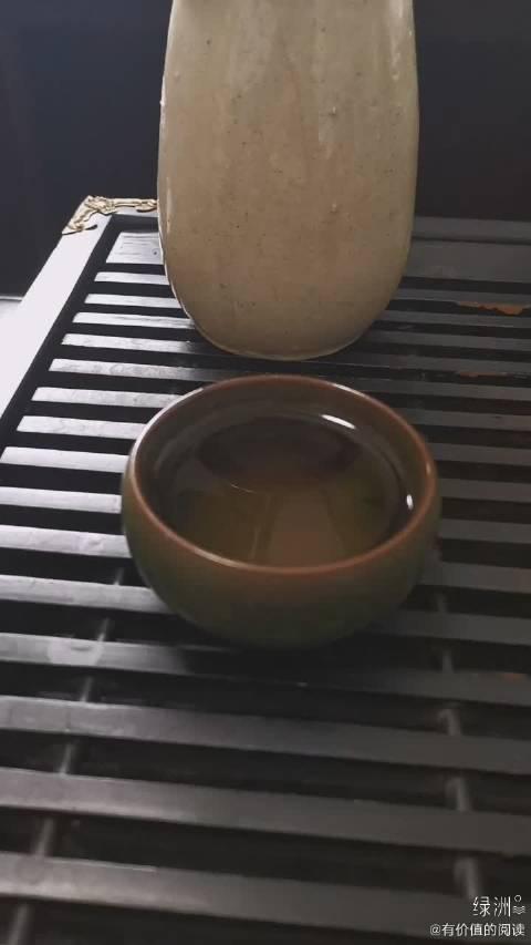 泡一杯明前龙井 温热热地喝一口,满身清香~