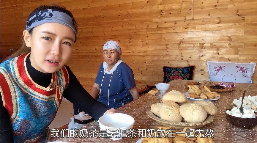 哈萨克族奶茶有多美味?牧民现煮奶茶加果子,喝得蒙古族姑娘不撒手