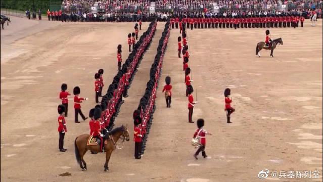 英国陆军操演经典分列式与演奏经典军乐……