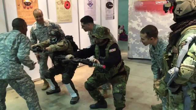 真正的美军士兵遇上了使命召唤角色……