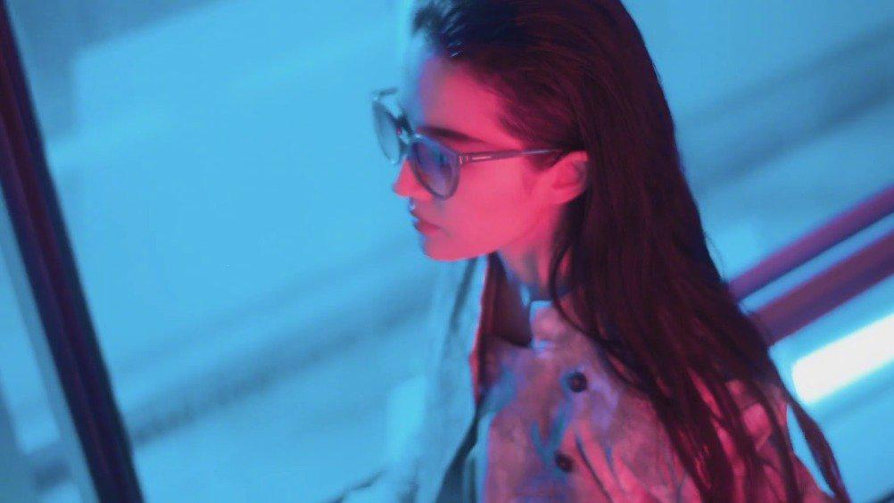 Armani同时放出了刘亦菲为Emporio Armani拍摄2020春夏系列广告大