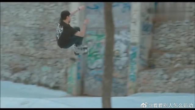 极限轮滑高手用轮滑飞跃于都市之间……