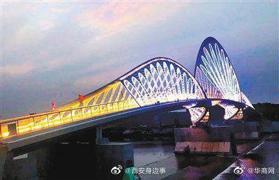 """西咸新区沣河人行景观桥建成通行 桥体造型独特美观成""""打卡地"""""""