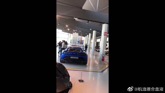 视频:博基尼黑科技轮毂,全球限量1台,一只轮毂就能换台奔驰S级!