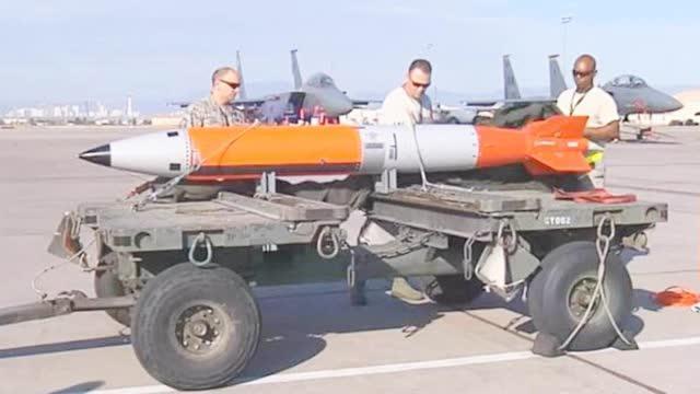 发射新型卫星、搬迁核武器,美为何对俄罗斯步步紧逼?