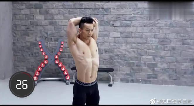 胸肌锻炼必要拉伸,手臂后侧拉伸,你学会了吗?