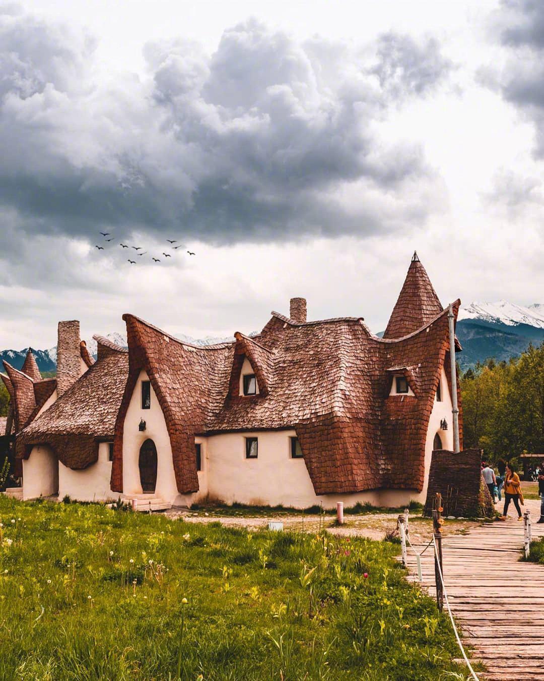 """罗马尼亚的""""霍比特人之家"""",但其实是""""仙女谷的泥城堡"""""""