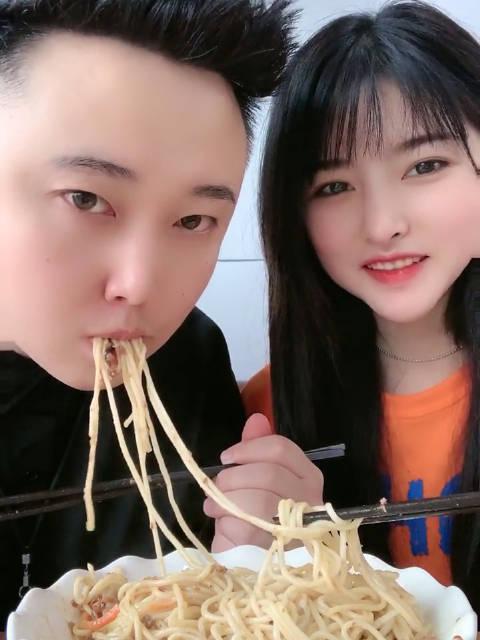 小仙女爱次:和男朋友一起吃面🍜