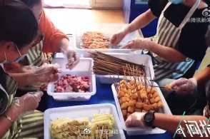 陕西民办幼儿园上演跨界自救:卖烧烤卖包子直播跳舞