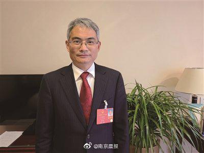 全国人大代表、南京外国语学校教学处副主任李鸿彬:出台司法解释……