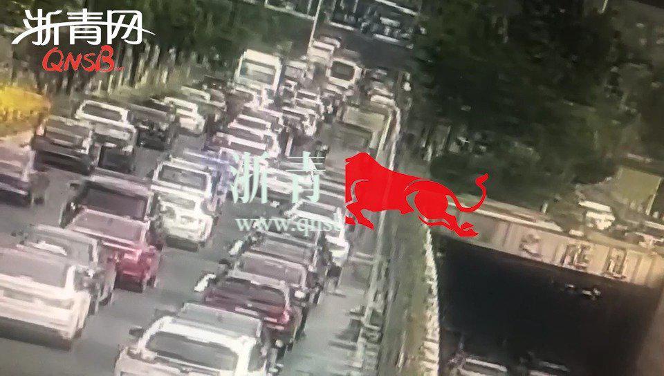 早高峰杭州男子开车时突然晕倒,幸亏有他在
