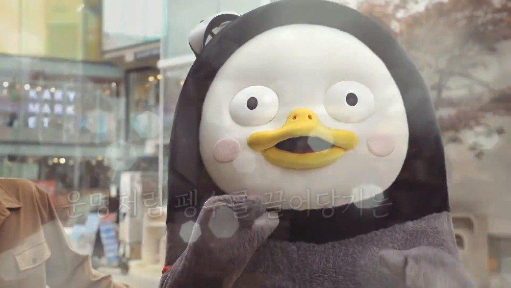 刘宪华和韩国著名企鹅pengsoo相遇……