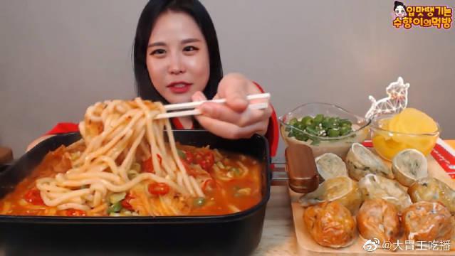 辣味泡菜乌冬面+肉馅饺子+泡菜饺子