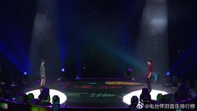 周华健和苏慧伦同台演唱《亲亲我的宝贝》……