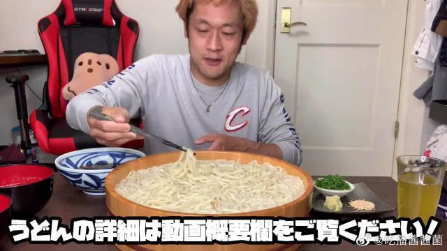 日本大胃王,吃一大份乌冬面,看看这吃法,吃得太过瘾了!
