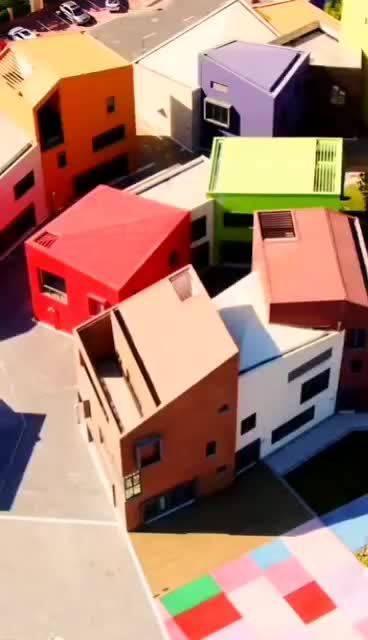 童话般七彩街区,你以为是纪念碑谷的游戏场景?其实……