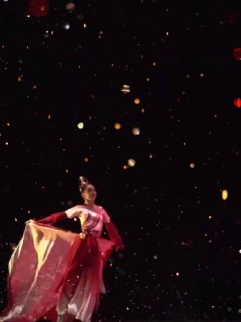 参赛院校:北京舞蹈学院附中《红艳凝香》表演:杨春莹