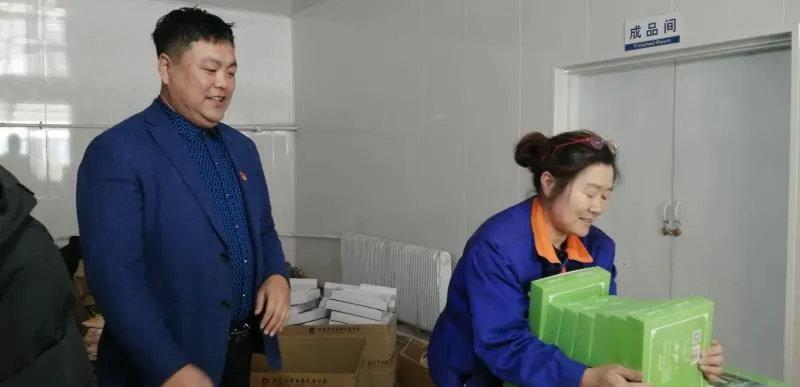 """身边的榜样徐国强:小镇里的""""全能书记"""""""