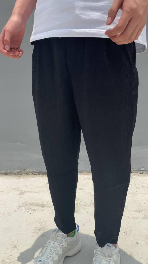 今天准备了一款麻棉的九分裤,我们实物拍了一下上身视频……