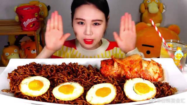 5包炸酱方便面+煎蛋!!对卡妹来说这些还真是就不算啥吧!!
