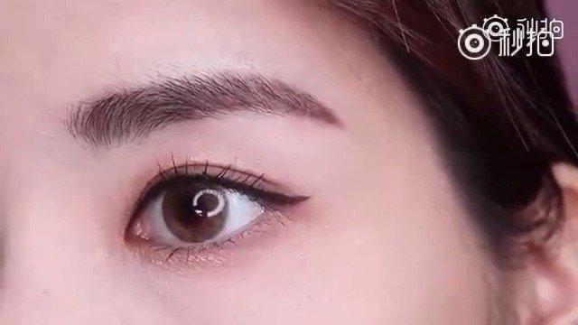 化眼线的小诀窍,用到KissMe眼线笔。 1