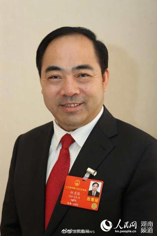 阳卫国:建议取消中国境内新闻发布会外文翻译