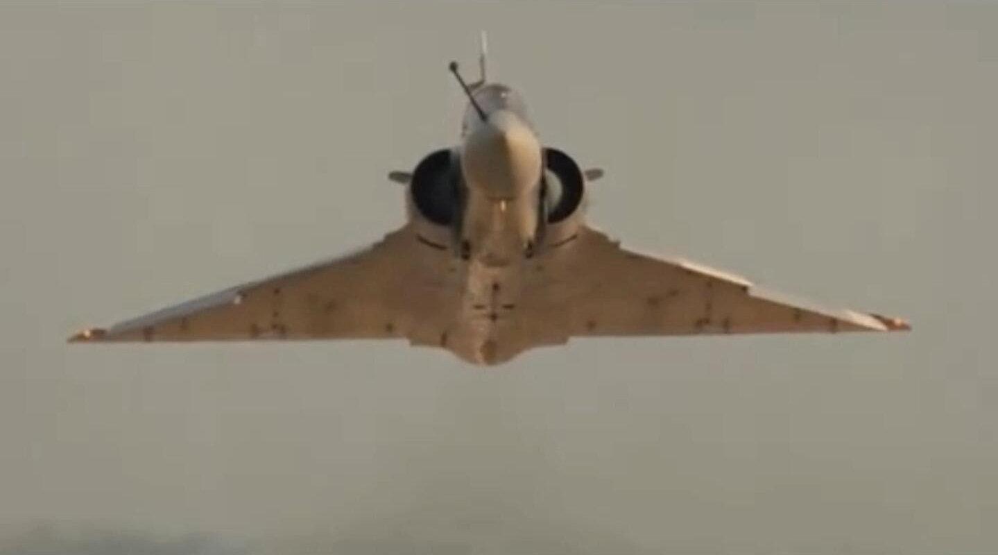 幻影2000战机空中展示机动性能,这些炫酷镜头让人大饱眼福!