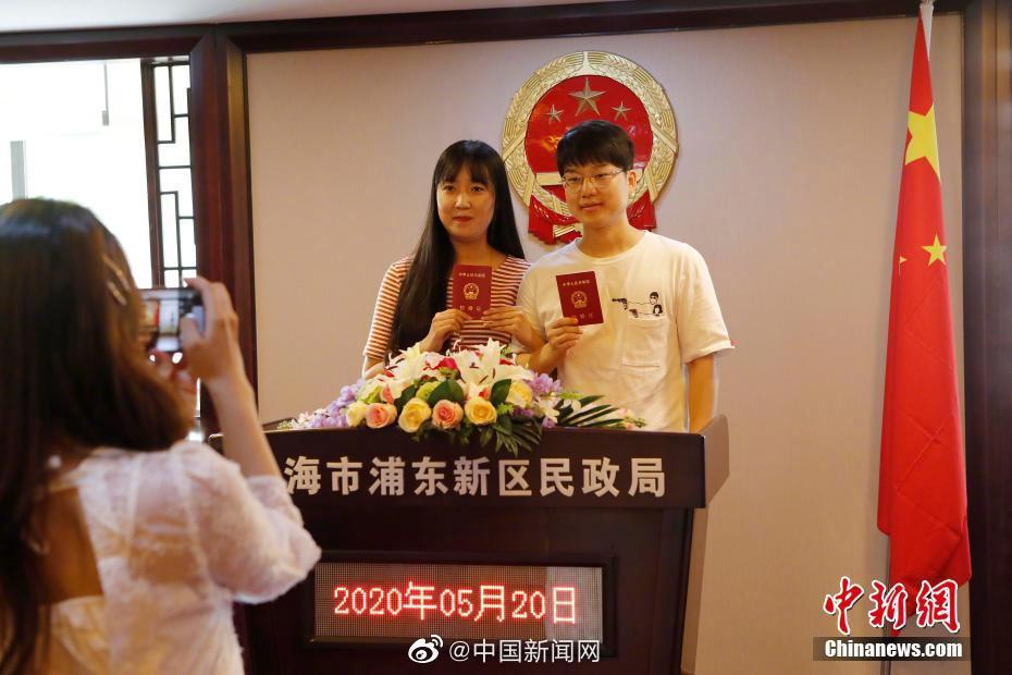 全国人大代表周光权:建议法定结婚年龄统一为男女年满20岁图片