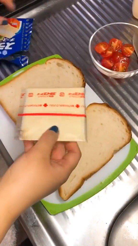 简单吃个烤面包。开饮料的那个有点太方便了吧