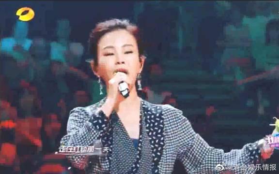 彭佳慧与歌迷合唱《走在红毯那一天》……
