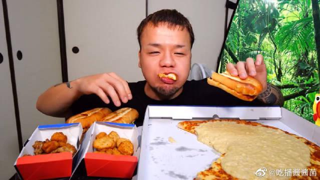 日本大胃王新井熊挑战吃巨无霸榴莲芝士披萨……