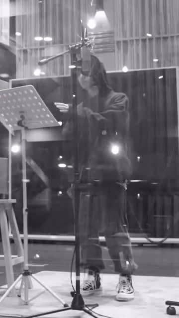 李振宁录音室cut 认真工作的男孩子总有一种吸引人的魔力!