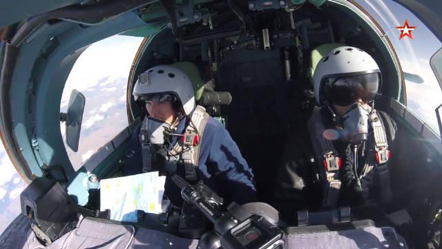 """备战""""航空飞镖-2020""""比赛:俄空天军苏-34战机进行对地攻击训练"""