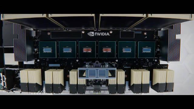 英伟达超强DGX A100,主要面向企业,用于人工智能、机器学习等