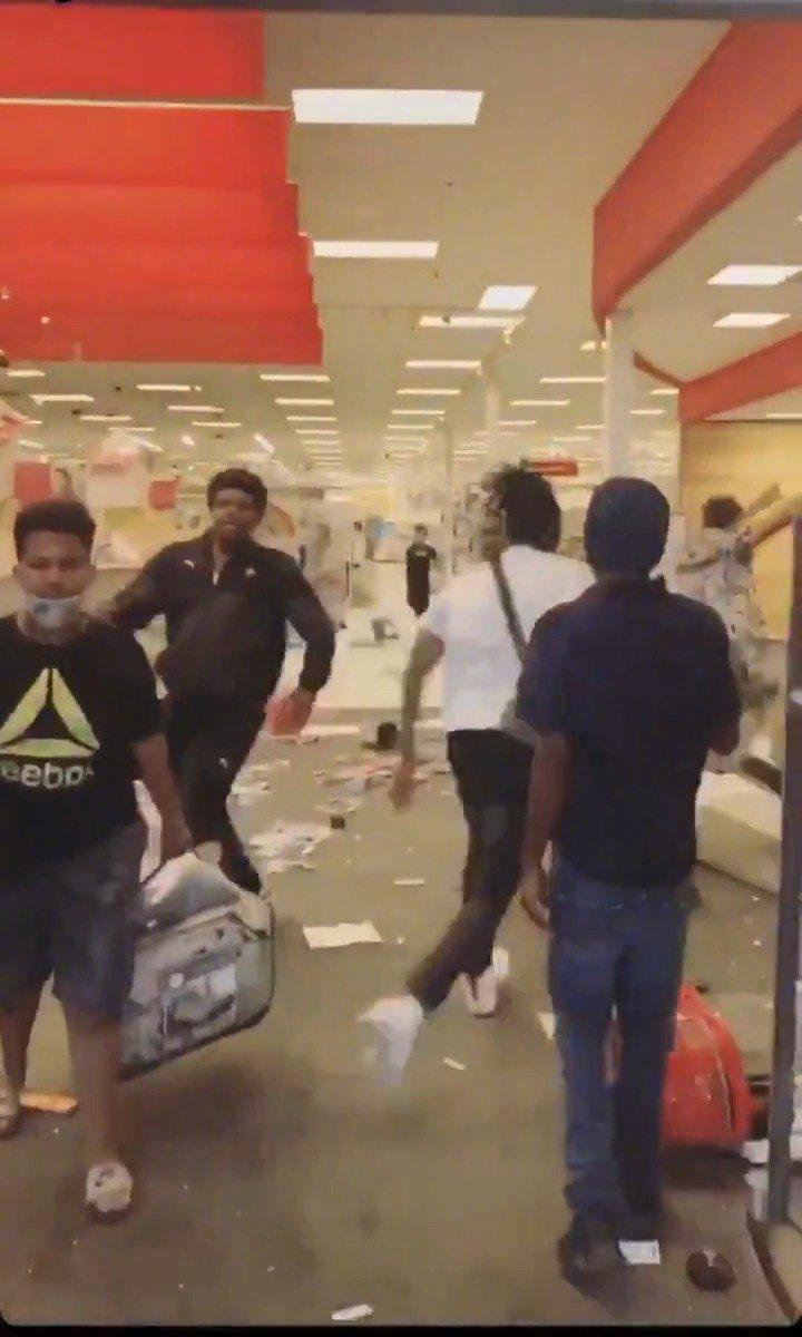 黑人洗劫美国明尼阿波利斯的超市