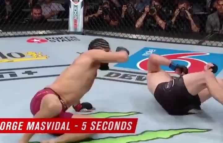 历史最快KO记录!开场5秒飞膝爆头,直接把对手送入梦乡……