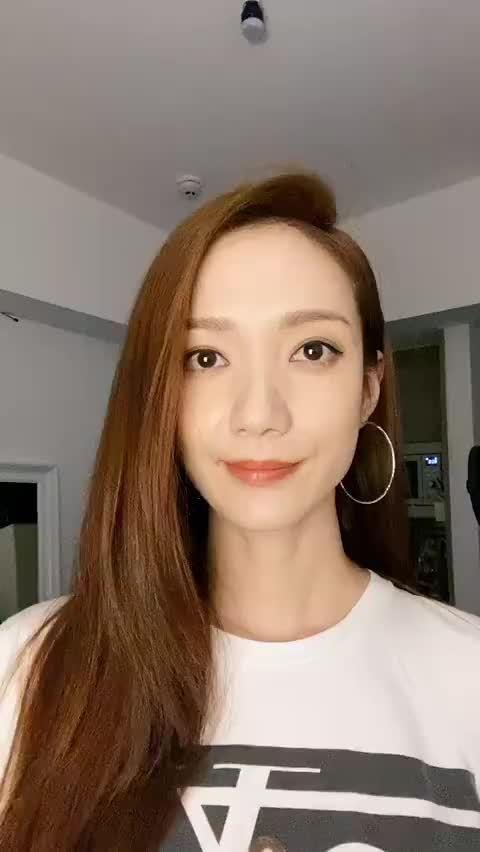 香港TVB艺人王君馨为许佳琪青你2决赛打call……