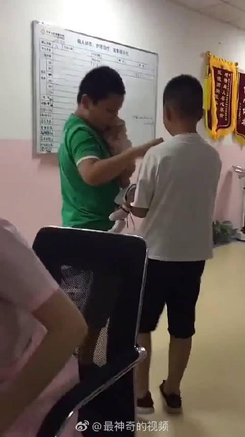 一胎相互交流如何带好二胎,好哥哥!