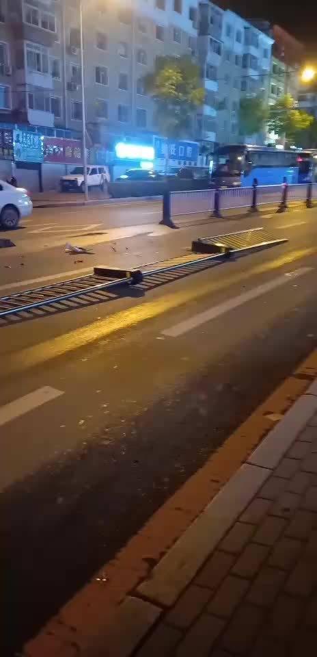 网友爆料: 今天凌晨,皓月大路翔运街附近……