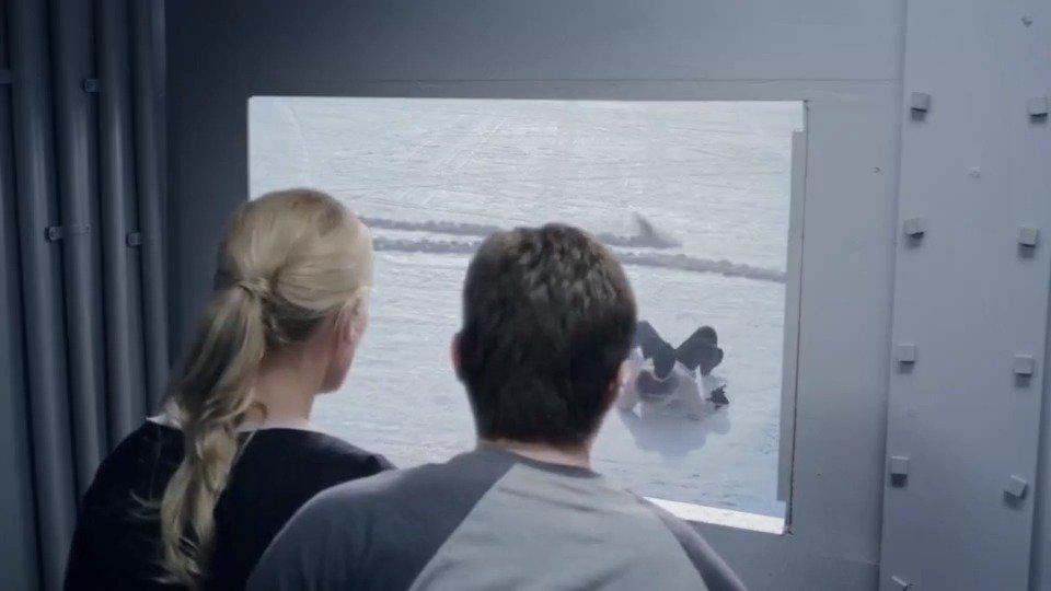 探险队来到冰川,遭到高智商鲨鱼攻击