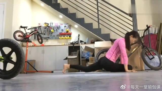 抛开杂念,享受内心纯净!这也是练习瑜伽需要的心境!