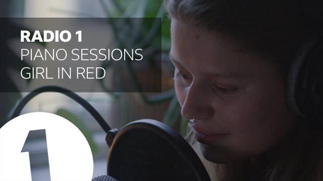 """挪威创作女歌手girl in red最新做客""""BBC Radio""""现场……"""